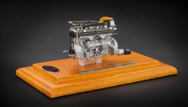 Alfa Romeo 8C 2900 B 1938 Motor inklusive Vitrine