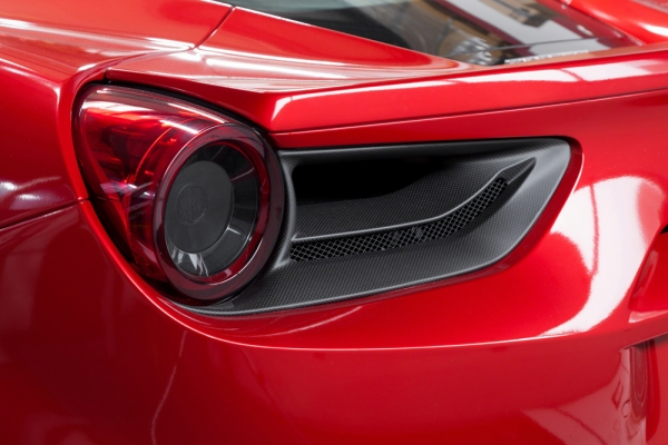 Ferrari 488 GTB & GTS Carbon Rückleuchtenblenden Capristo