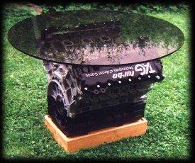 Formel 1 Motor als Couchtisch